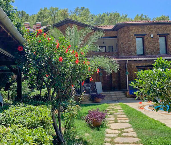 Sleep Up To 6 Delightful Villa For Rent In Forest